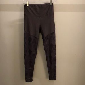 Onzie purple perforated legging, sz s/m, 73056